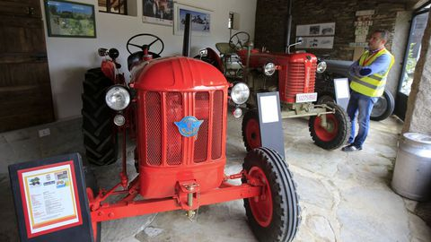 En el museo se muestra variada maquinaria que se fue usando en el campo gallego