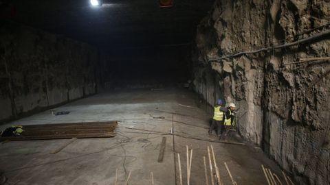 La obra del vial subterráneo, en diciembre del 2014, poco después del arranque de los trabajos. El Puerto aprobó aquel mismo mes una corrección del proyecto de 2,6 millones de euros, una cantidad muy similar a la que han estimado los tribunales, pero las empresas rechazaron esa cifra. César Quian