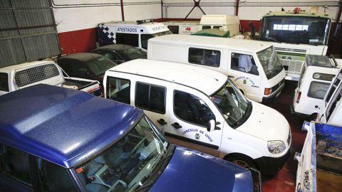 Parte de los vehículos se acumulan en el parque móvil municipal