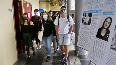 Estudiantes de Ciencias del Mar en el campus de Vigo