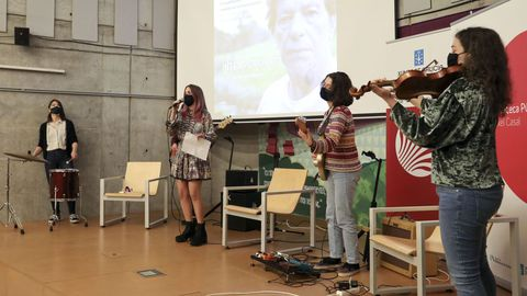 A Banda da Loba actúa en el espectáculo «Por Xela»