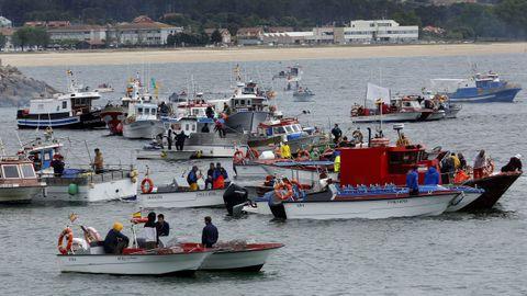 La protesta de la flota artesanal y del marisqueo en el puerto de Ribeira