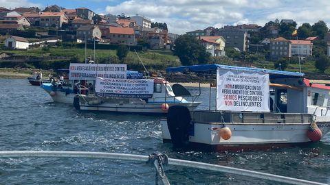 La protesta de pesqueros de Pontevedra, Lourizán y Raxó en la ría