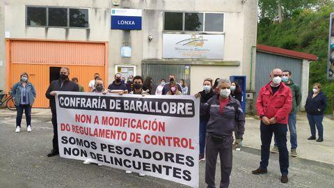 La protesta ante la lonja de Barallobre
