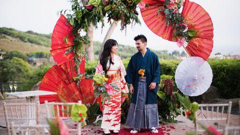 No son nipones ni de lejos, pero siempre les atrajo todo lo relacionado con el país del Sol Naciente. Por eso, Bea y Jordan no dudaron en ambientar su boda en Japón. Incluso hubo el ritual del hilo rojo.