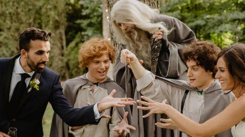 Vaya sorpresa le dio Víctor a Elena al hacer que Frodo apareciera en mitad de la ceremonia con los anillos.