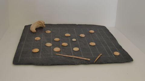 Juegos de mesa hallado en el yacimiento del Mitreo de Lugo que se expone en el museo de la Domus