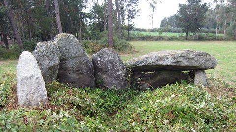 Dolmen Mina da Parxubeira, de Mazaricos, que está fechado entre los años 4.000 y 3.000 antes de Cristo