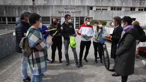 El alcalde de Pontevedra entregó material de la campaña SUMA al IES Sánchez Cantón