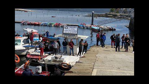 La protesta en el puerto de Carril