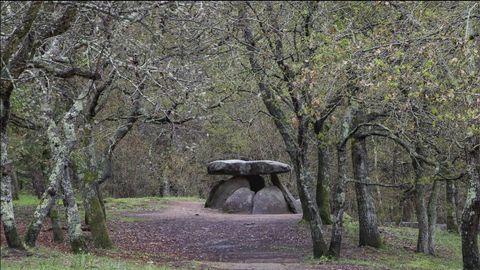 El dolmen de Axeitos, en Ribeira, es uno de los mejor conservados de la península ibérica
