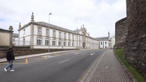 La fachada de Santa María ya luce al quitarle los andamios