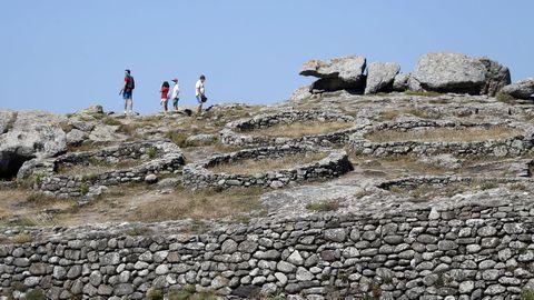 El castro de Baroña, en Porto do Son, está reconocido como BIC dentro de la categoría de zona arqueológica