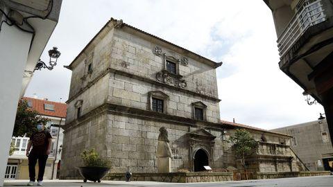 La Torre de Bermúdez, en A Pobra, fue declarada monumento histórico artístico de carácter nacional en el año 1976