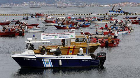 A mediados de mayo, cofradías, pescadores de bajura y mariscadores protestaron contra el control digital de los barcos más pequeños en distintos puertos, como A Illa de Arousa, en la imagen