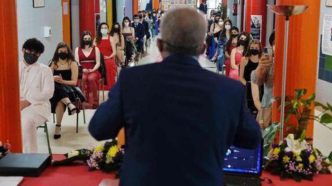 El IES Julio Prieto Nespereira, en A Ponte, celebró el acto con una treintena de alumnos y profesores en la planta baja del centro