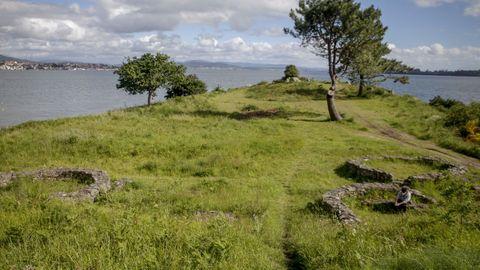 Los castros de Neixón están en un entorno privilegiado y datan de la Edad de Bronce y de la Edad de Hierro
