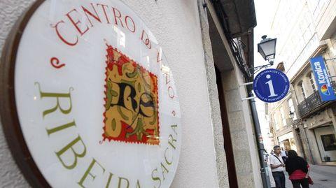 Exterior del Centro do Viño da Ribeira Sacra, donde se ubica la oficina de turismo