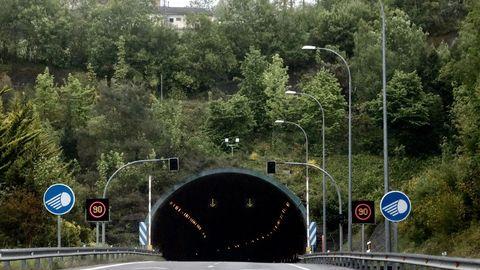 Se instaló diferentes tecnologías en las entradas y salidas del túnel, como la antena encima