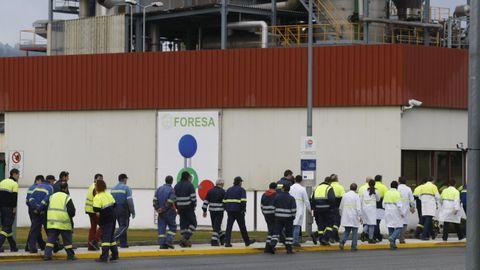 Las instalaciones de Foresa y algunos de sus trabajadores, fotografiados con motivo de un simulacro de emergencias en la planta