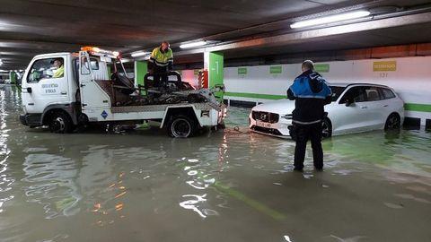 Aparcamiento de los Cantones inundado este sábado por una avería en el colector de San Roque