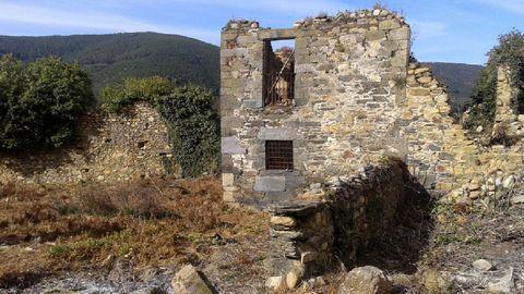 Ruínas do antigo mosteiro beneditino de San Clodio de Ribas de Sil, fundado hai arredor de mil anos e abandonado tras a Desamortización do século XIX