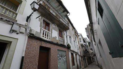 El Concello enviará órdenes de ejecución a dueños de Rosalía de Castro, muy abandonada