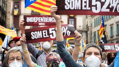 Concentración en la plaza Sant Jaume, de Barcelona, este domingo para exigir la formación de gobierno
