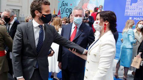 Casado saluda a la presidenta madrileña en funciones, Isabel Díaz Ayuso, en el acto de entrega de las Medallas de Honor, Oro y Plata de la ciudad de Madrid con motivo de la festividad de San Isidro
