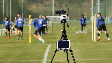 Toma de imágenes durante un entrenamiento del Deportivo