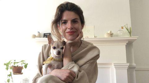 María Romero y su perro Coco en Hudson