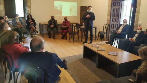 El consejo de parroquias mantuvo una reunión el viernes en el monasterio de las Bernardas de Pantón