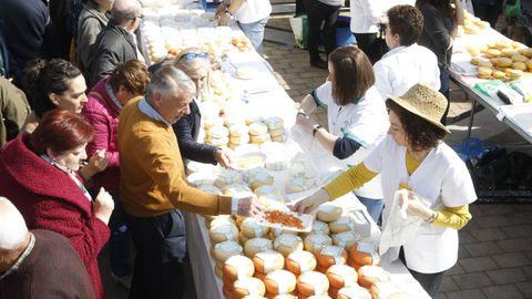 El queso, conocido producto de Friol, se ha quedado sin feria este año y el pasado