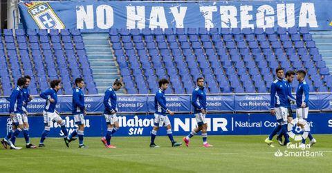 Los jugadores del Oviedo, antes del encuentro ante el Málaga