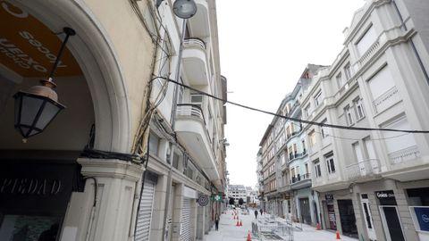 La renovación de la calle Quiroga Ballesteros no incluirá la retirada de los cables que la afean
