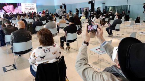 Detalle da asistencia ao pleno da RAG en Vigo en homenaxe a Xela Arias