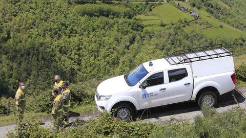 Equipo de Bomberos Forestables Ancares 1 en la zona donde encontraron el cuerpo, en Ventosa