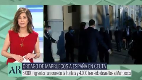La presentadora Ana Rosa Quintana se cuelga la Cruz de la Victoria