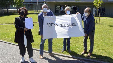 Cuatro representantes vecinales de Portas presentaron las 842 firmas en la Delegación Territorial de la Xunta en Pontevedra