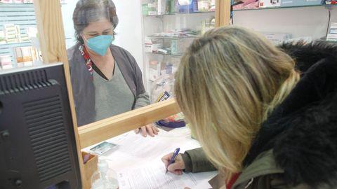 Antes de recoger los kits para la recogida de los muestra, es preciso firmar un consentimiento informado