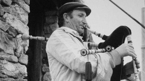 Celso Otero tocó la gaita en numerosas fiestas de la comarca de A Fonsagrada y le cedió una muiñeira a Luar na Lubre