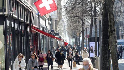 Un carné covid para entrar en fiestas y discotecas este verano en Suiza