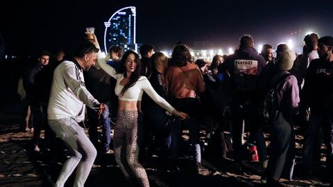 Ambiente festivo de Barcelona tras el fin del estado de alarma
