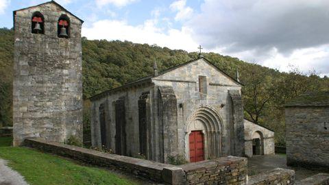 A igrexa románica de San Pedro Fiz de Hospital está construída en mármore nativo do Incio