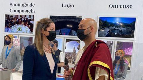 Lara Méndez y el edil Mauricio Repetto, de romano, en Fitur
