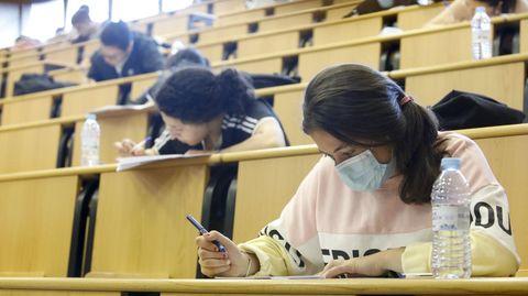 Alumnos haciendo la selectividad el pasado julio en Lugo