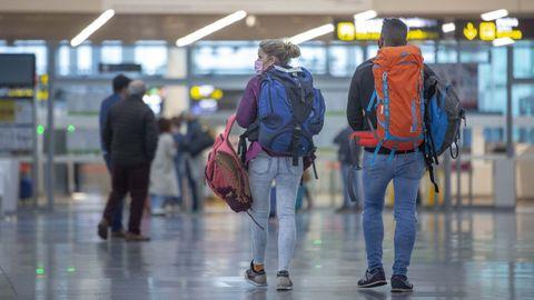 Pasajeros en el Aeropuerto Rosalía de Castro de Santiago de Compostela