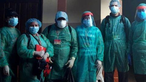 Trabajadores locales de Solidaridad Médica España con sus equipos de protección frente a la COVID 19
