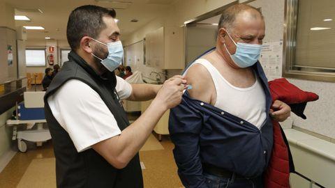 Imagen de archivo de la campaña de vacunación del coronavirus en A Mariña