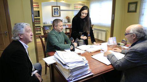 Los cuatro abogados Núñez-Torrón, en su despacho